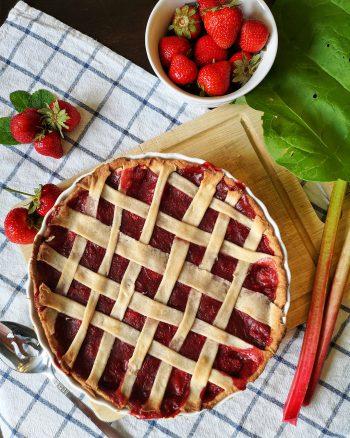 tarte fraises et rhubarbe végane
