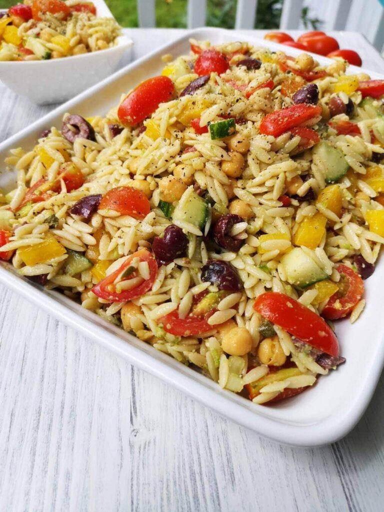 Salade d'orzo et de légumes