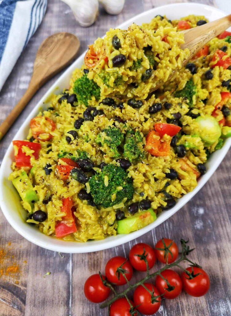 riz au curcuma et haricots noirs