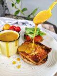sauce jaune d'oeuf sur sandwich